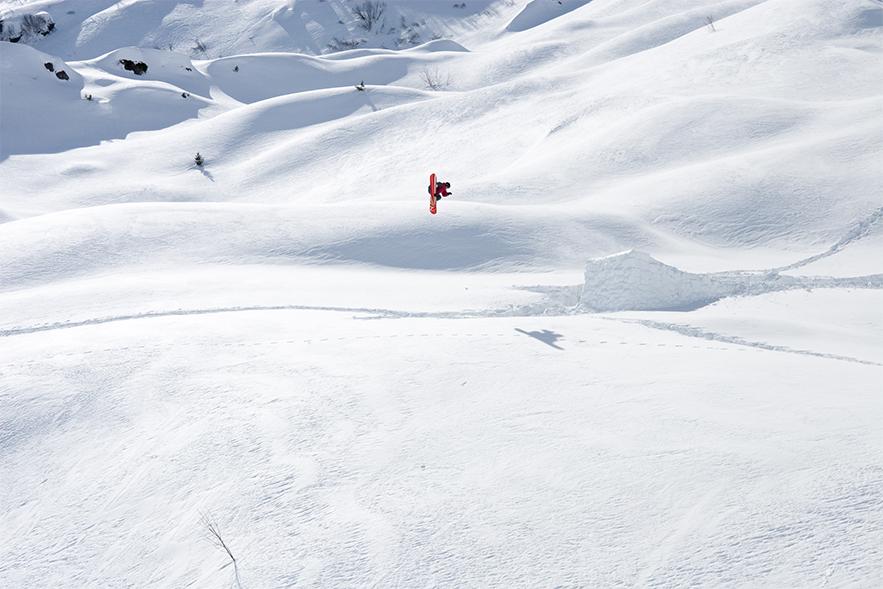 Snowboard backcountry big air