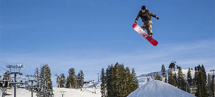 Slash snowboard grab